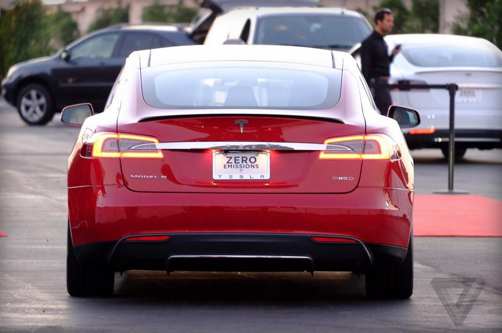 tesla model s p85d specifications revealed two engines awd very fast video autoevolution. Black Bedroom Furniture Sets. Home Design Ideas