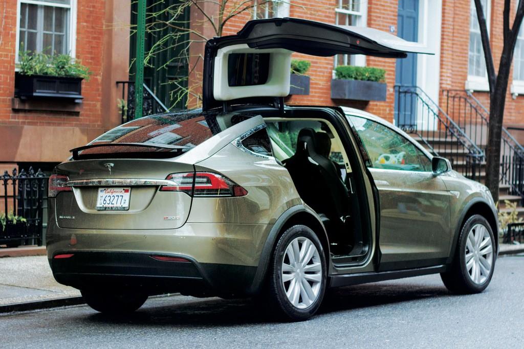 Tesla Model X Driver Uses Autopilot To Drive To Hospital