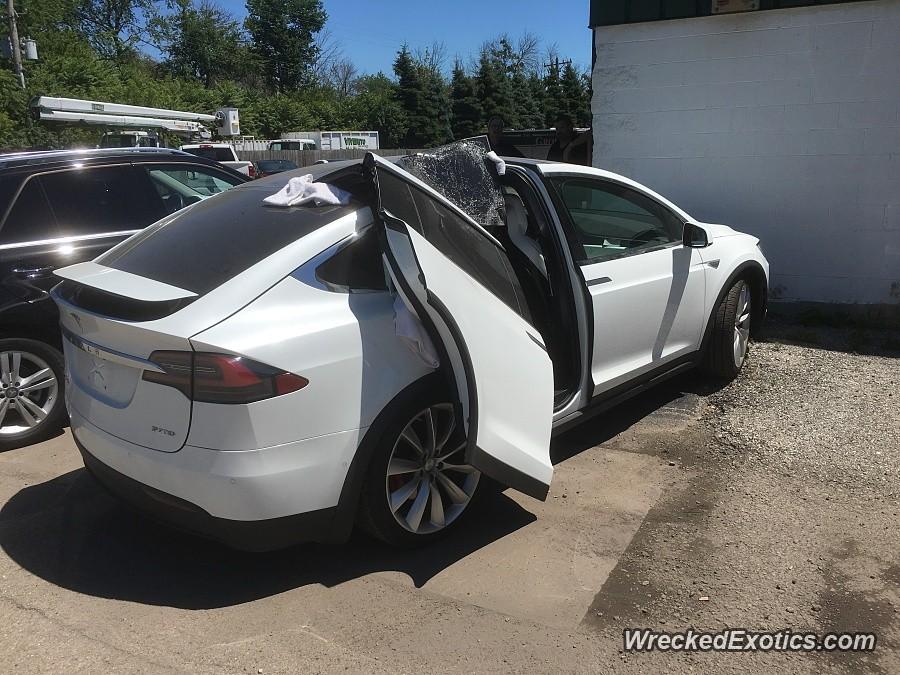 New Tesla Software Update >> Tesla Model X Falcon Doors in an Impromptu Crash Test They Didn't Pass - autoevolution