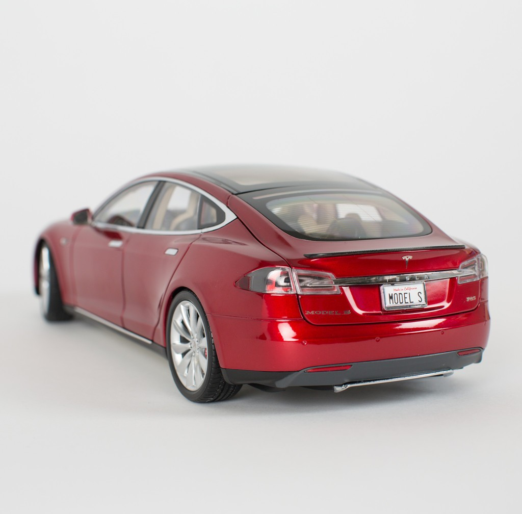 tesla motors is now selling 1 18 scale model s diecast. Black Bedroom Furniture Sets. Home Design Ideas