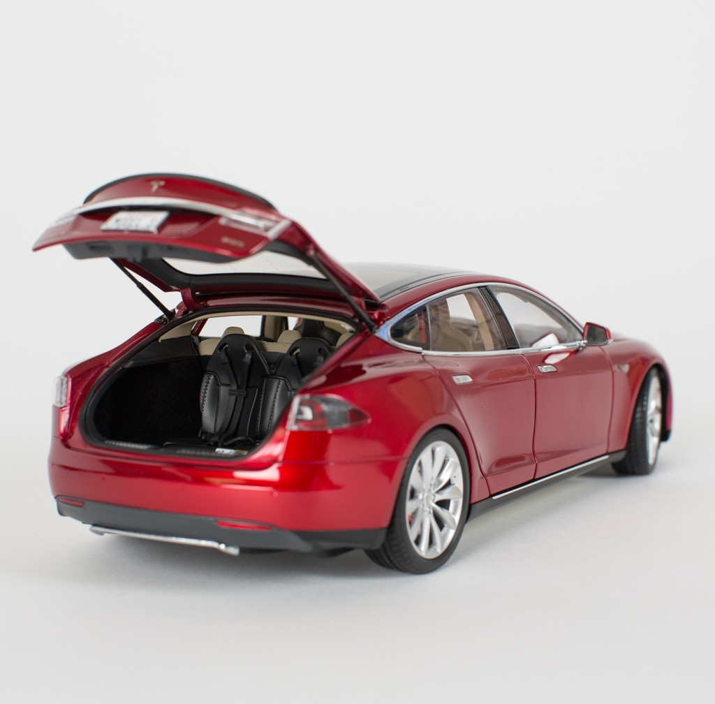 tesla motors is now selling 1 18 scale model s diecast cars autoevolution. Black Bedroom Furniture Sets. Home Design Ideas