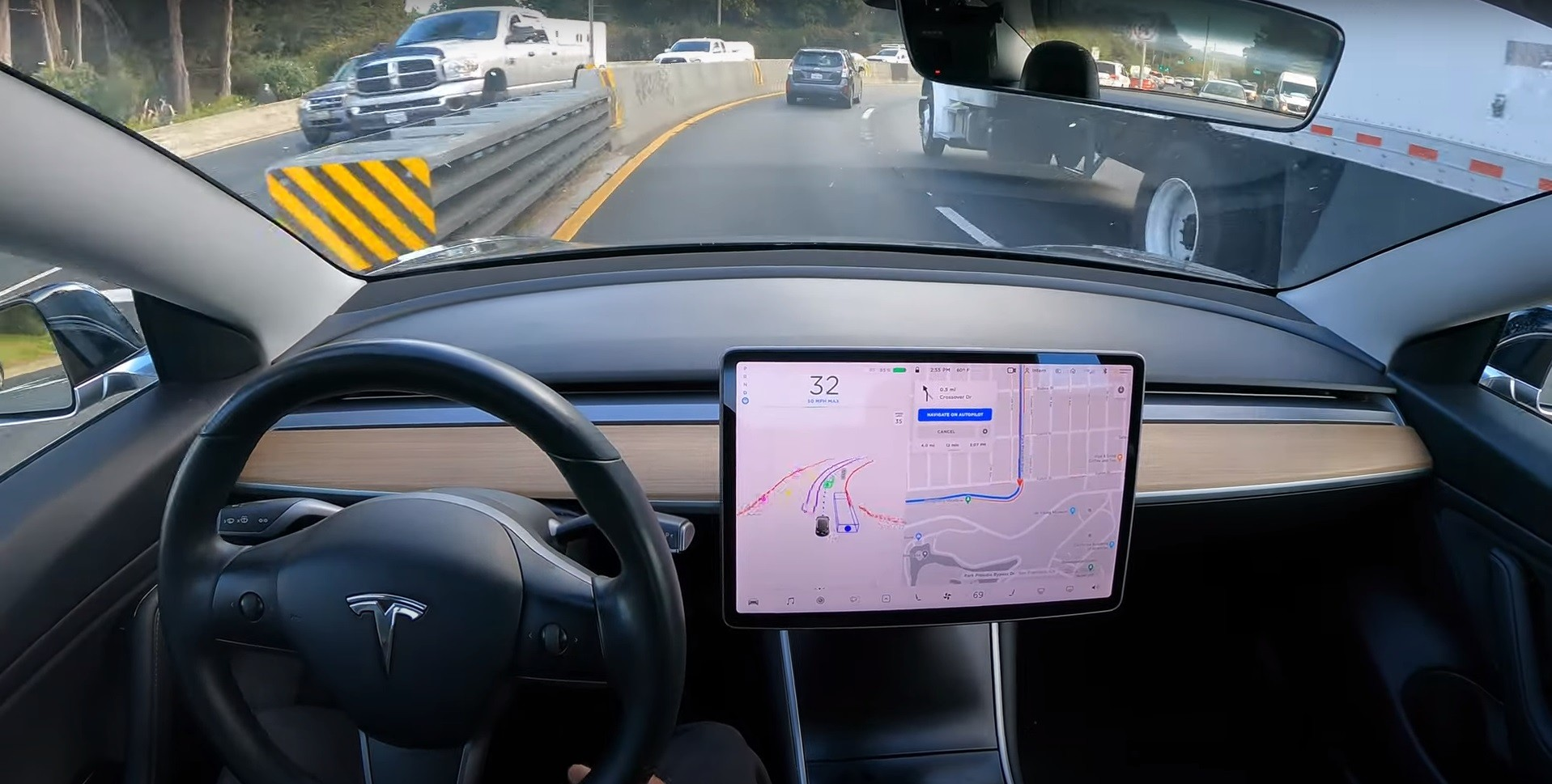 Tesla on FSD Beta Folds Mirrors Automatically and People Are Split Over It