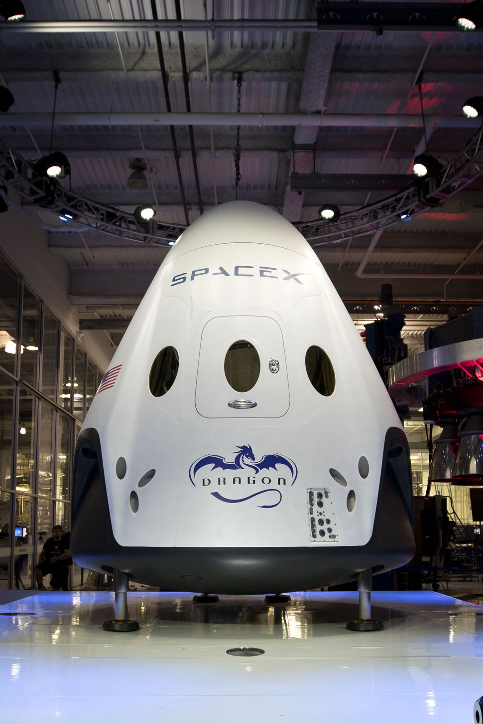 Elon Musk Unveils Spacex Dragon V2 Spacecraft Autoevolution
