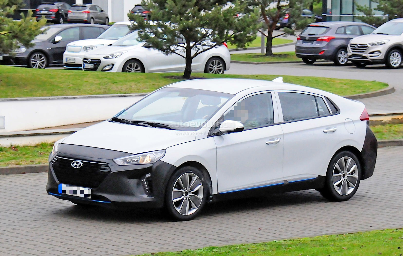 the 2017 hyundai ioniq is now fully revealed autoevolution. Black Bedroom Furniture Sets. Home Design Ideas