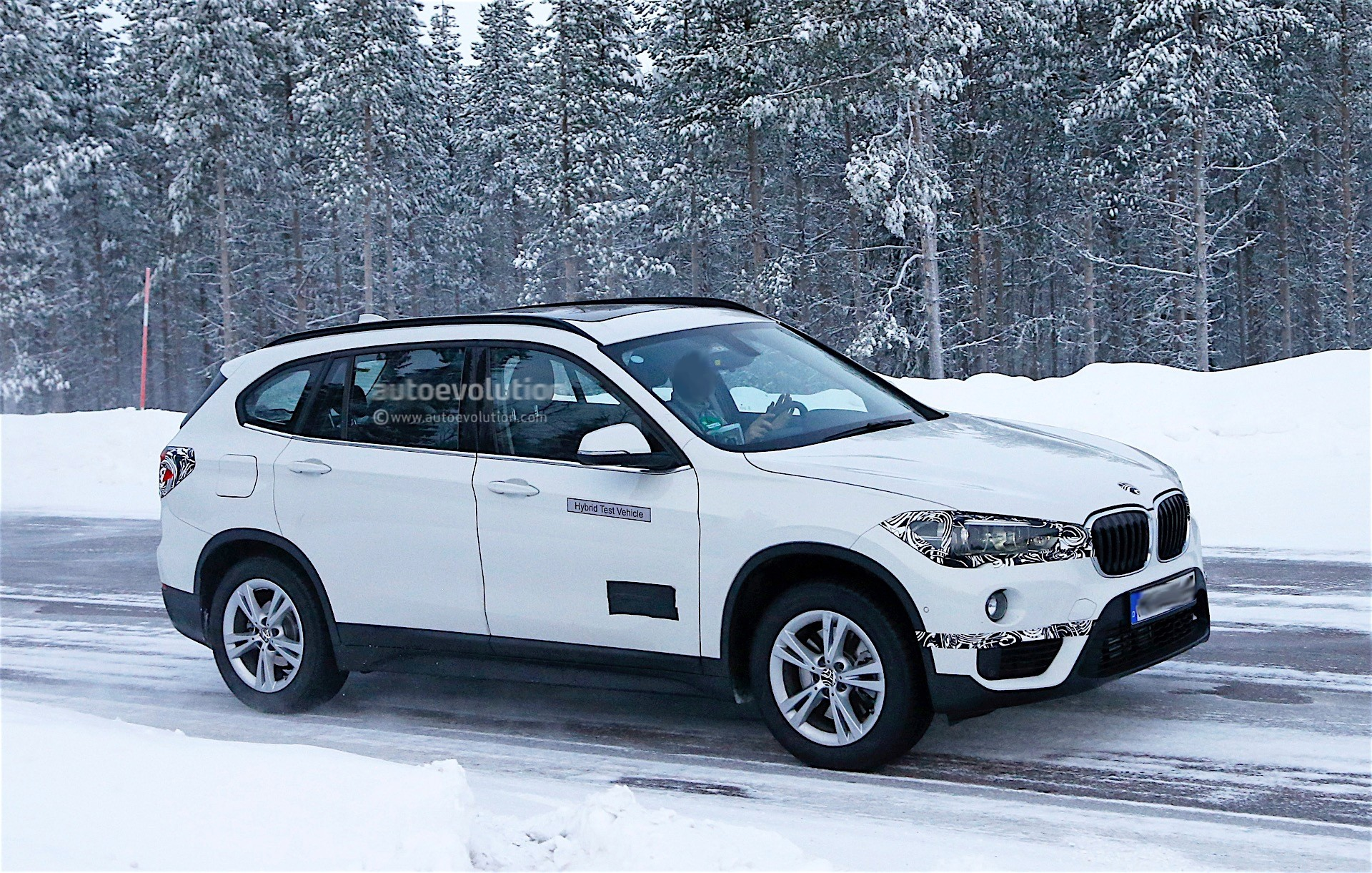 2017 BMW X1 xDrive25Le iPerformance Plug-In Hybrid Revealed In China