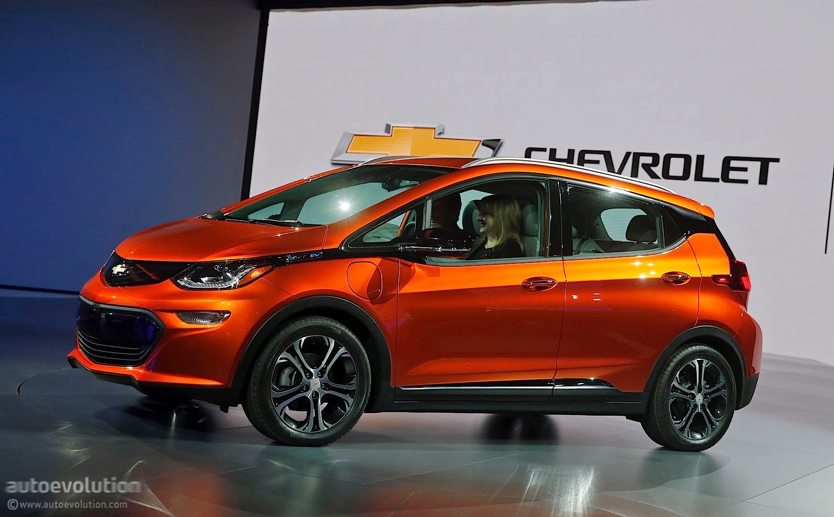 the 2017 chevrolet bolt has its technical insides talked about at detroit autoevolution. Black Bedroom Furniture Sets. Home Design Ideas