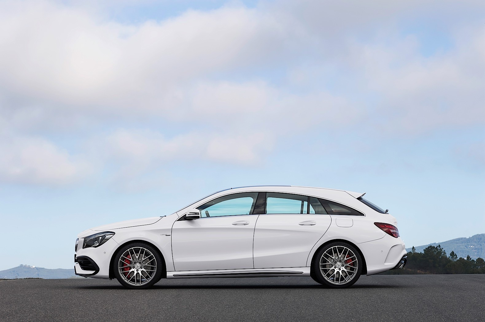 the 2017 mercedes benz cla and cla shooting brake are here autoevolution. Black Bedroom Furniture Sets. Home Design Ideas