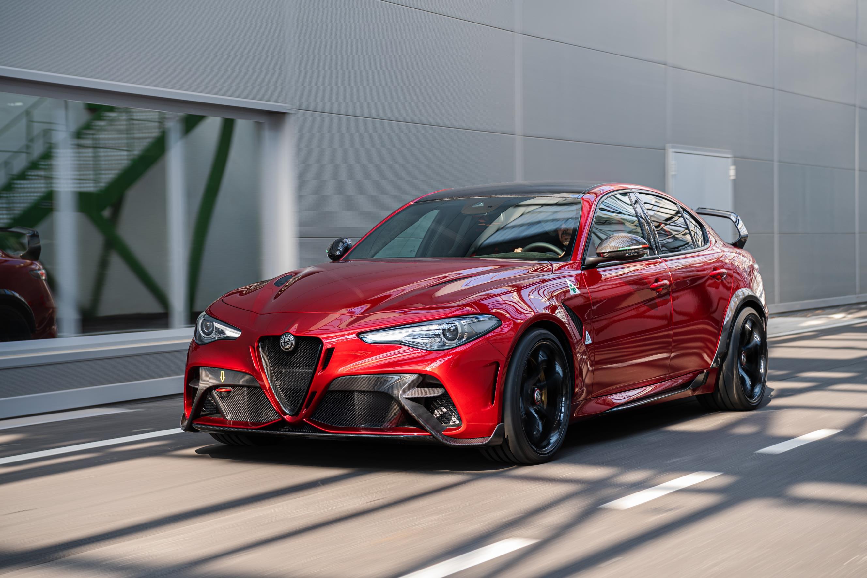 The Alfa Romeo GTA Is Back, Giulia GTAm Features Lexan ...