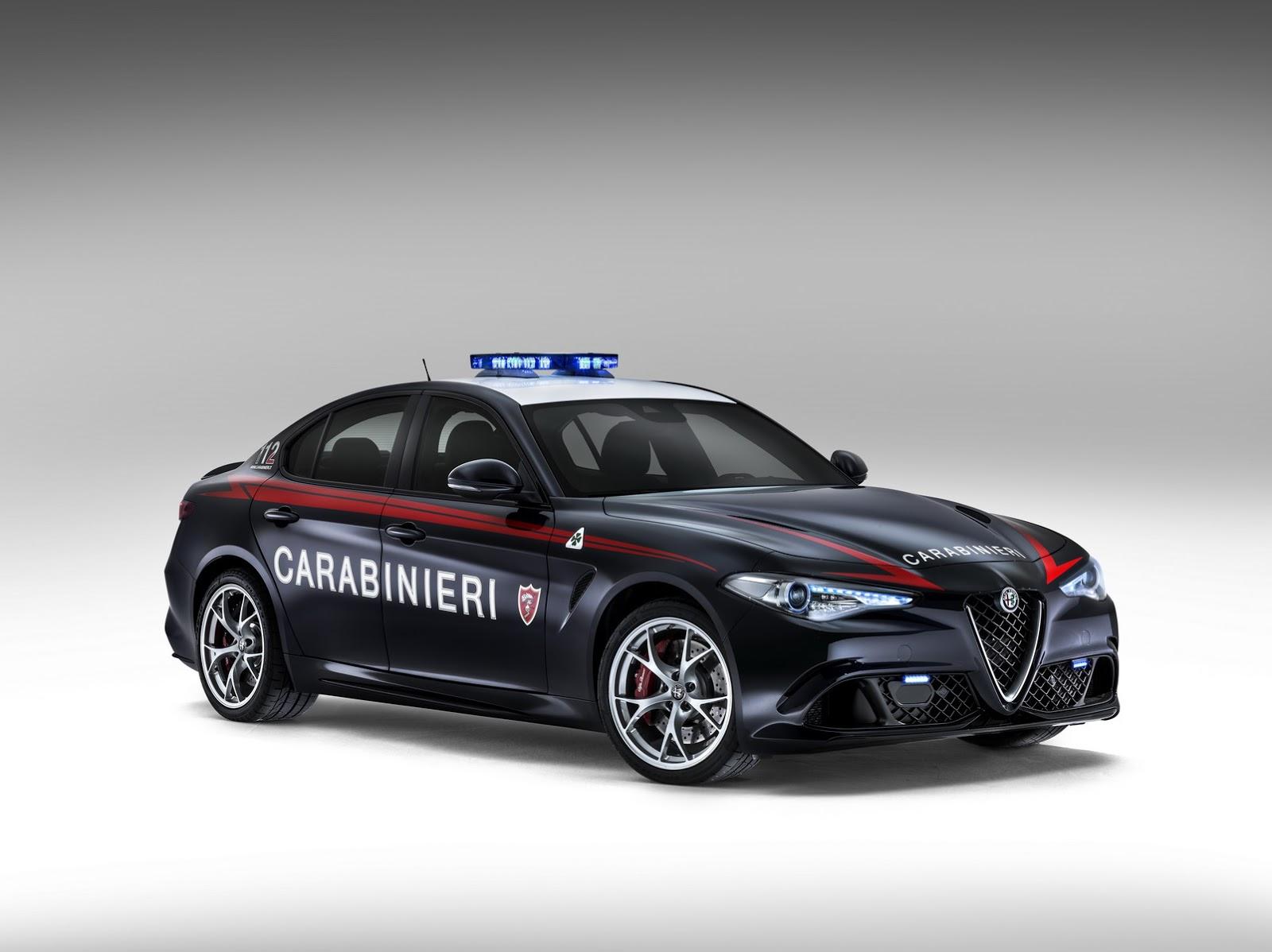 the carabinieri receive two alfa romeo giulia quadrifoglio sedans autoevolution. Black Bedroom Furniture Sets. Home Design Ideas