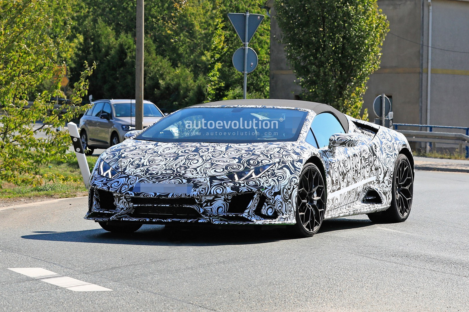 The Case Of The White Lamborghini Huracan Spyder That Turned Yellow Off The Lot Autoevolution