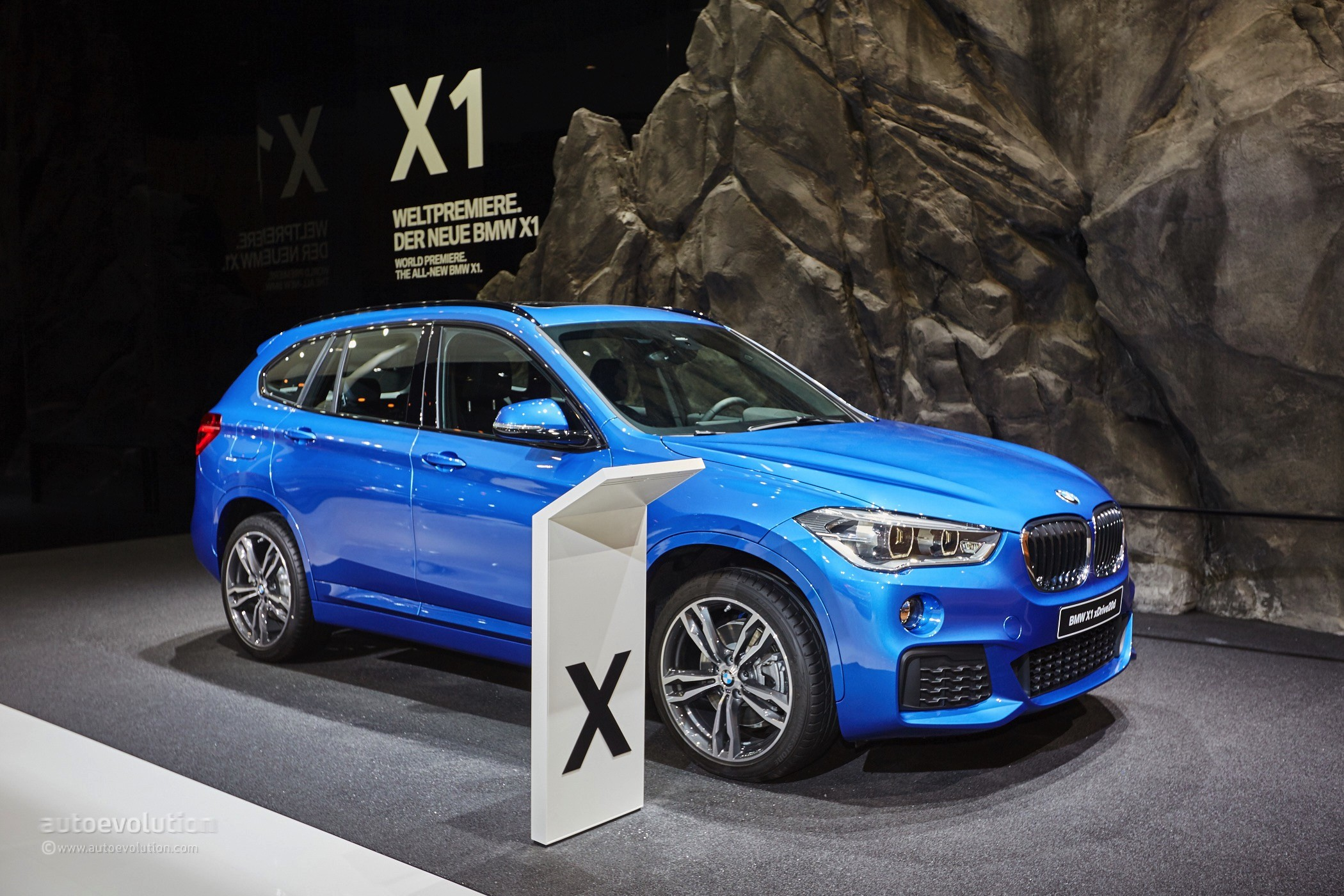 2017 bmw x1 blue 200 interior and exterior images. Black Bedroom Furniture Sets. Home Design Ideas