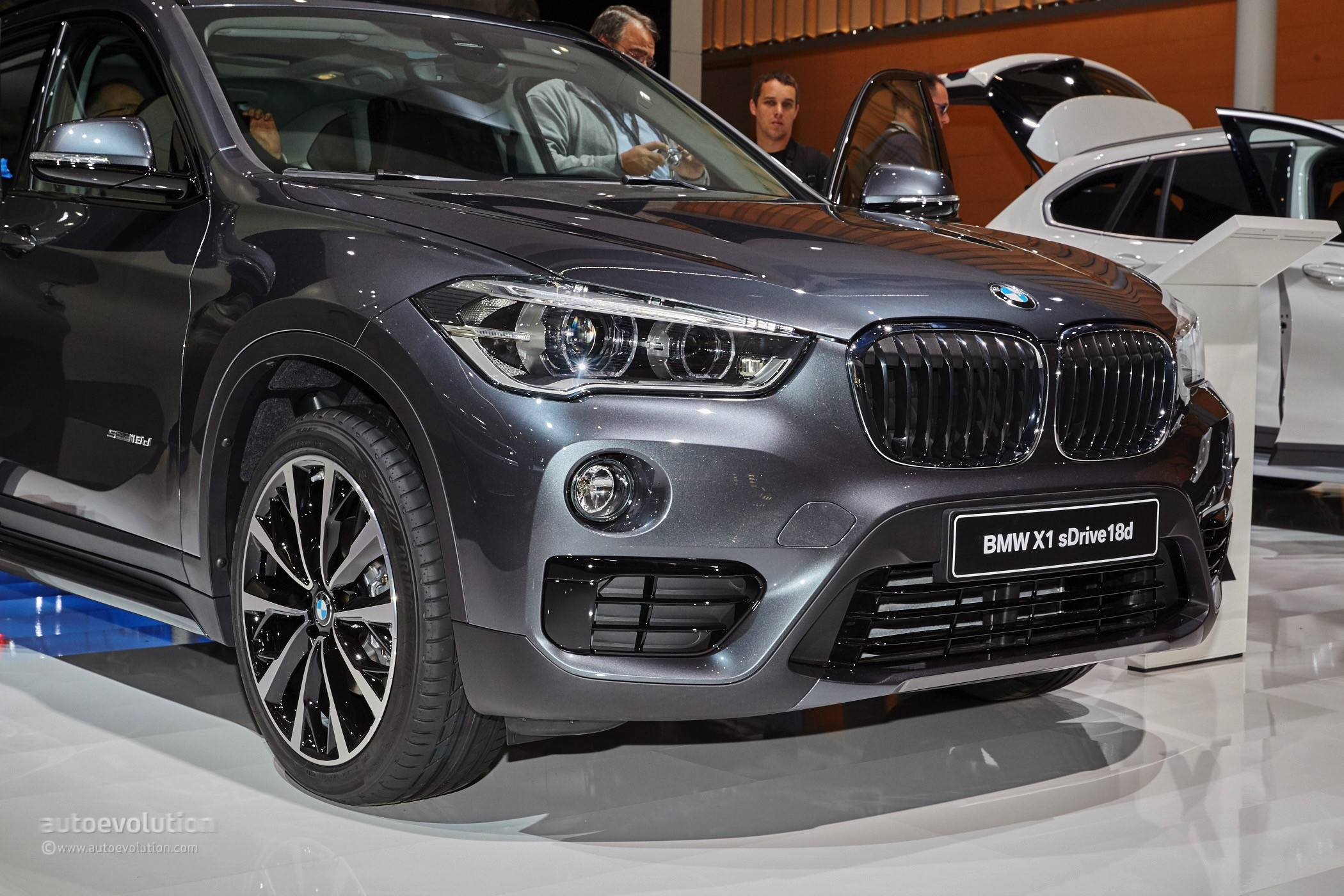 the first fwd bmw x1 looks amazing in m sport guise at frankfurt autoevolution. Black Bedroom Furniture Sets. Home Design Ideas