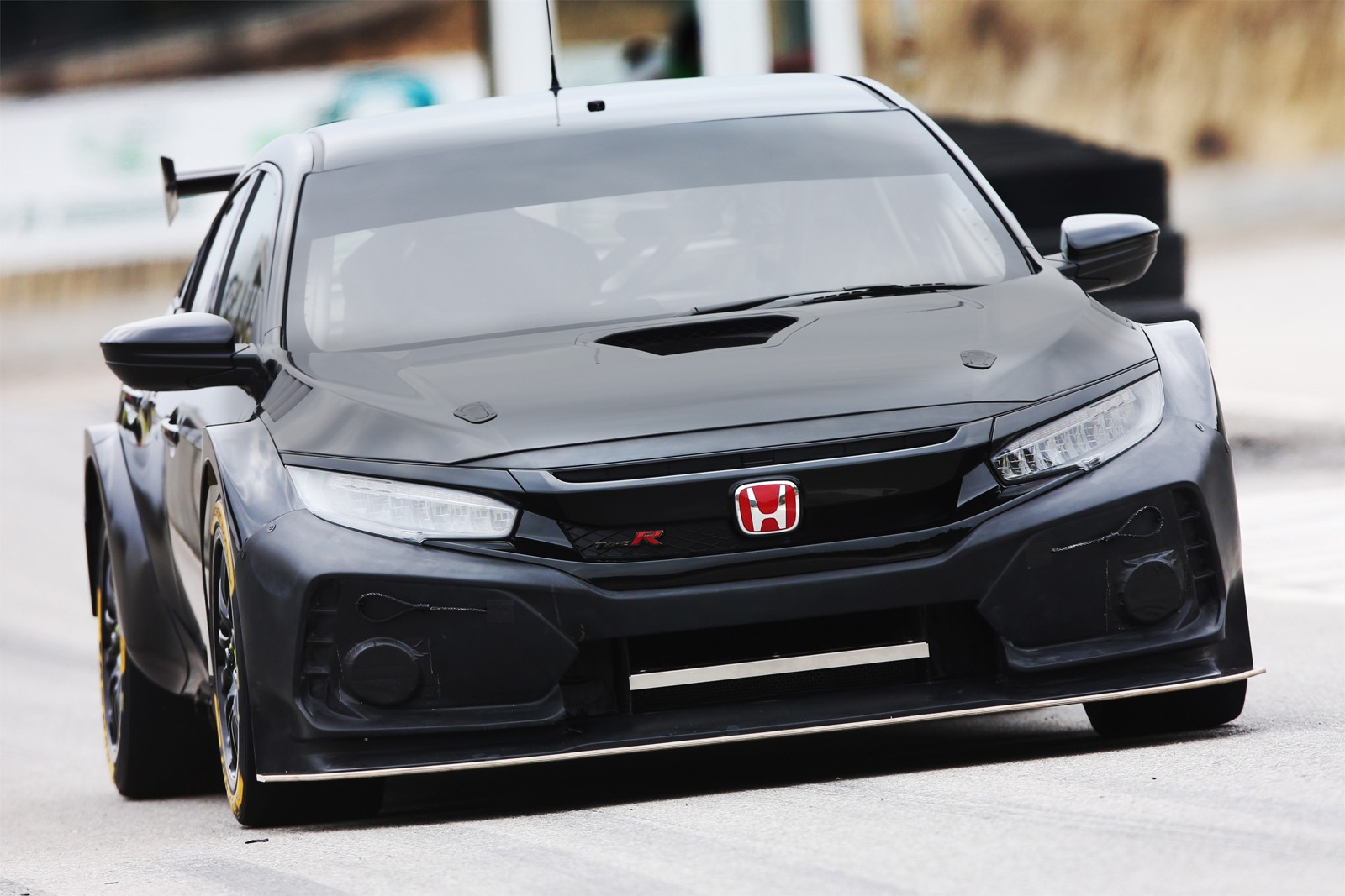 the honda fk8 civic type r touring race car makes you want to hide your kids autoevolution. Black Bedroom Furniture Sets. Home Design Ideas