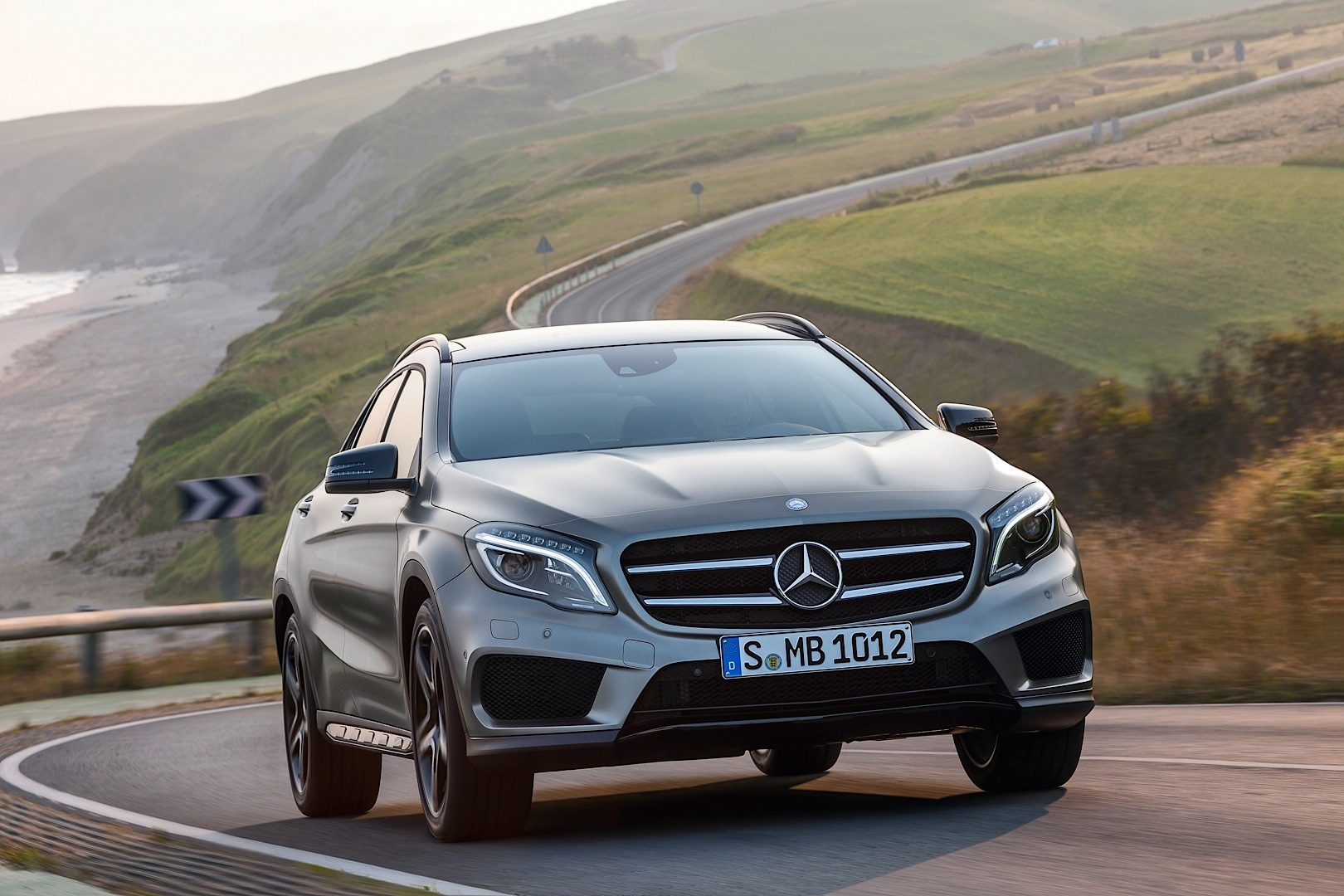 The mercedes benz gla gets priced in germany autoevolution for Mercedes benz deutschland