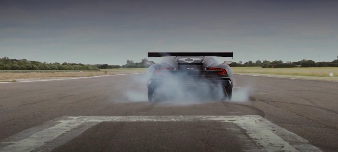 The Moment When The 800 Hp Aston Martin Vulcan Does A Burnout Autoevolution