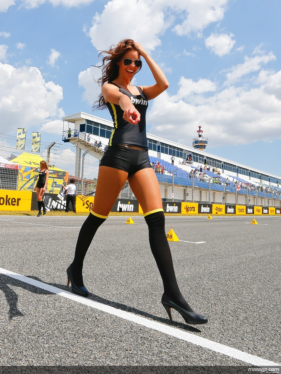 Mercedes Benz Cla >> The Most Beautiful Paddock Girls of 2013 - autoevolution