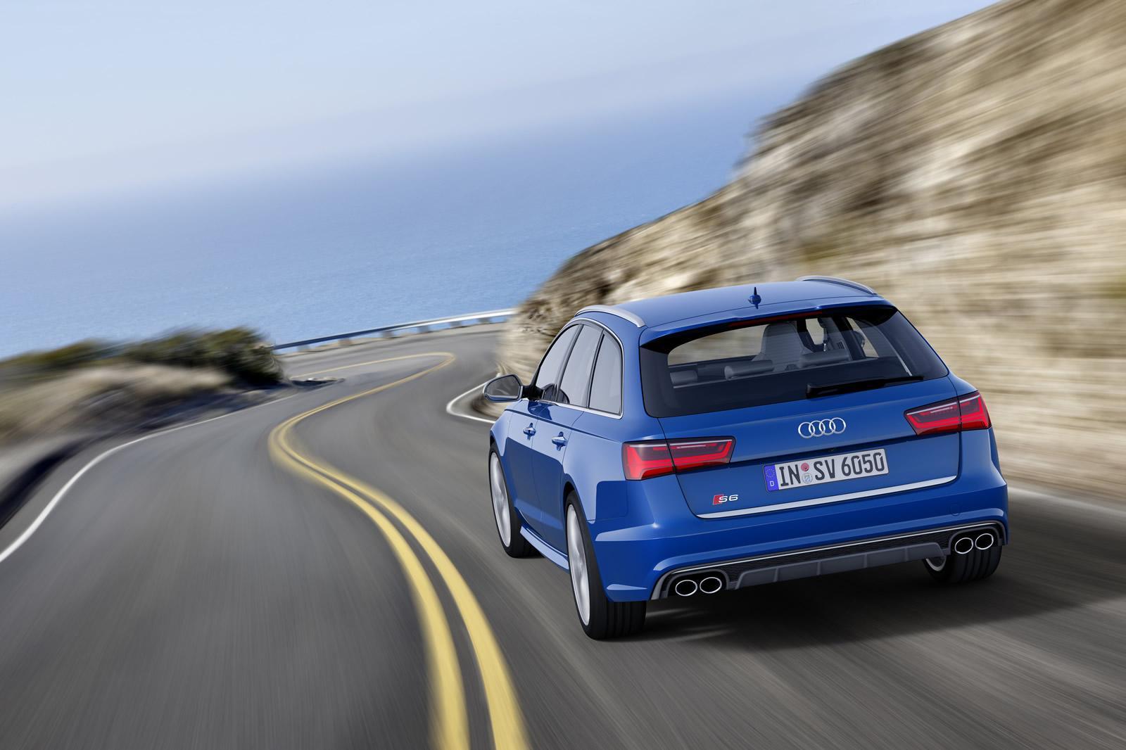 Синяя Audi S6 Avant