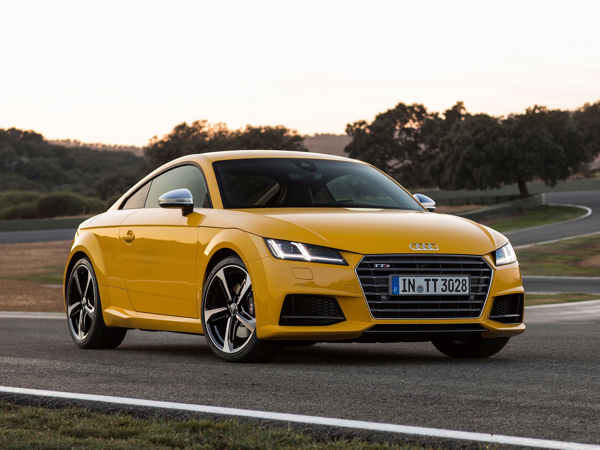 new audi tt tts coupe photos show vegas yellow and tango red colors autoevolution. Black Bedroom Furniture Sets. Home Design Ideas