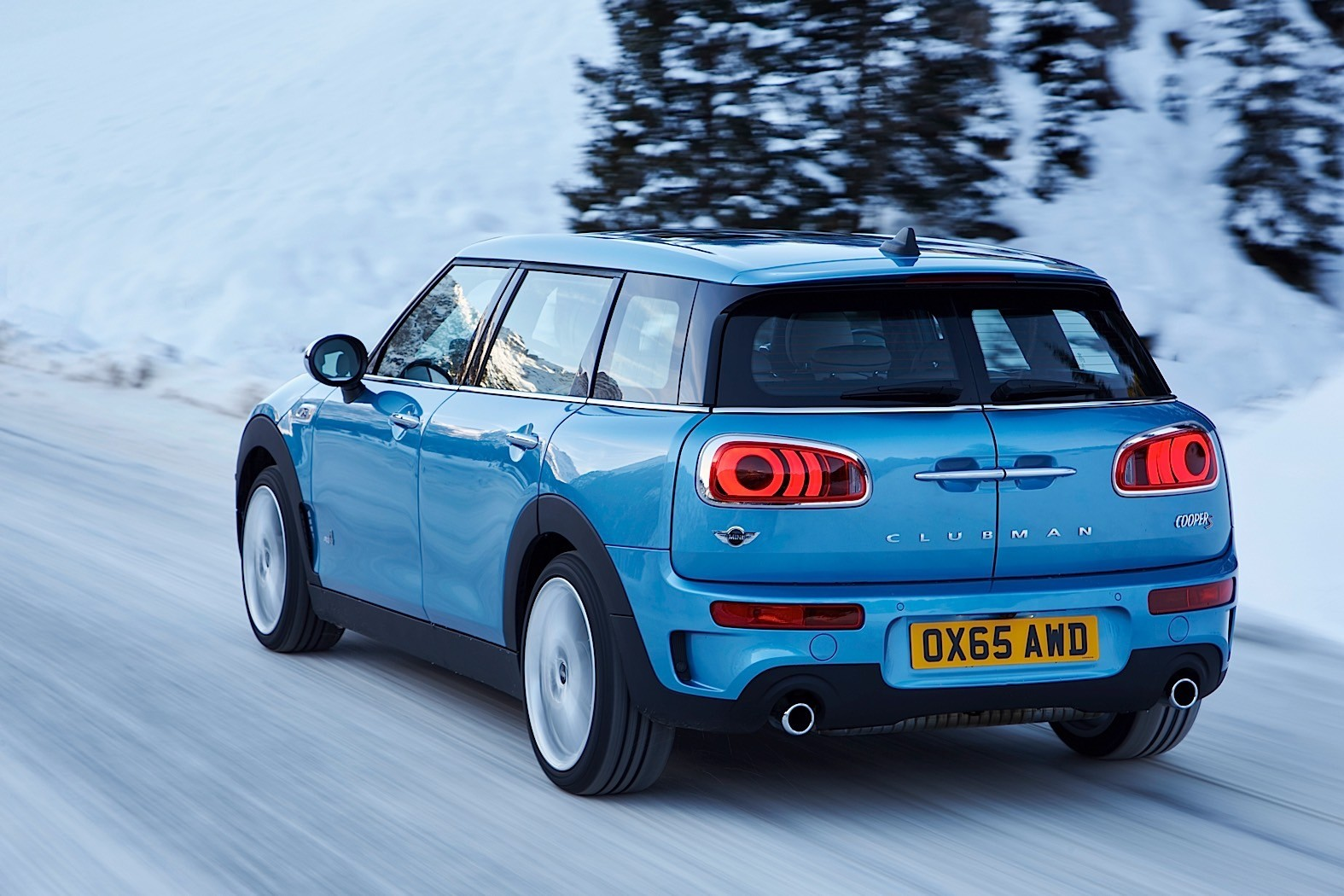 the new mini clubman all4 is here autoevolution. Black Bedroom Furniture Sets. Home Design Ideas