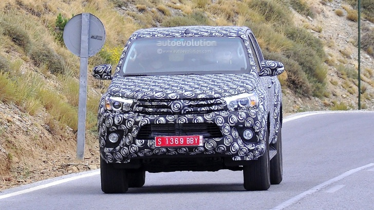 2015 - [Toyota] Hilux The-next-toyota-hilux-rolling-in-europe-closer-shots_1