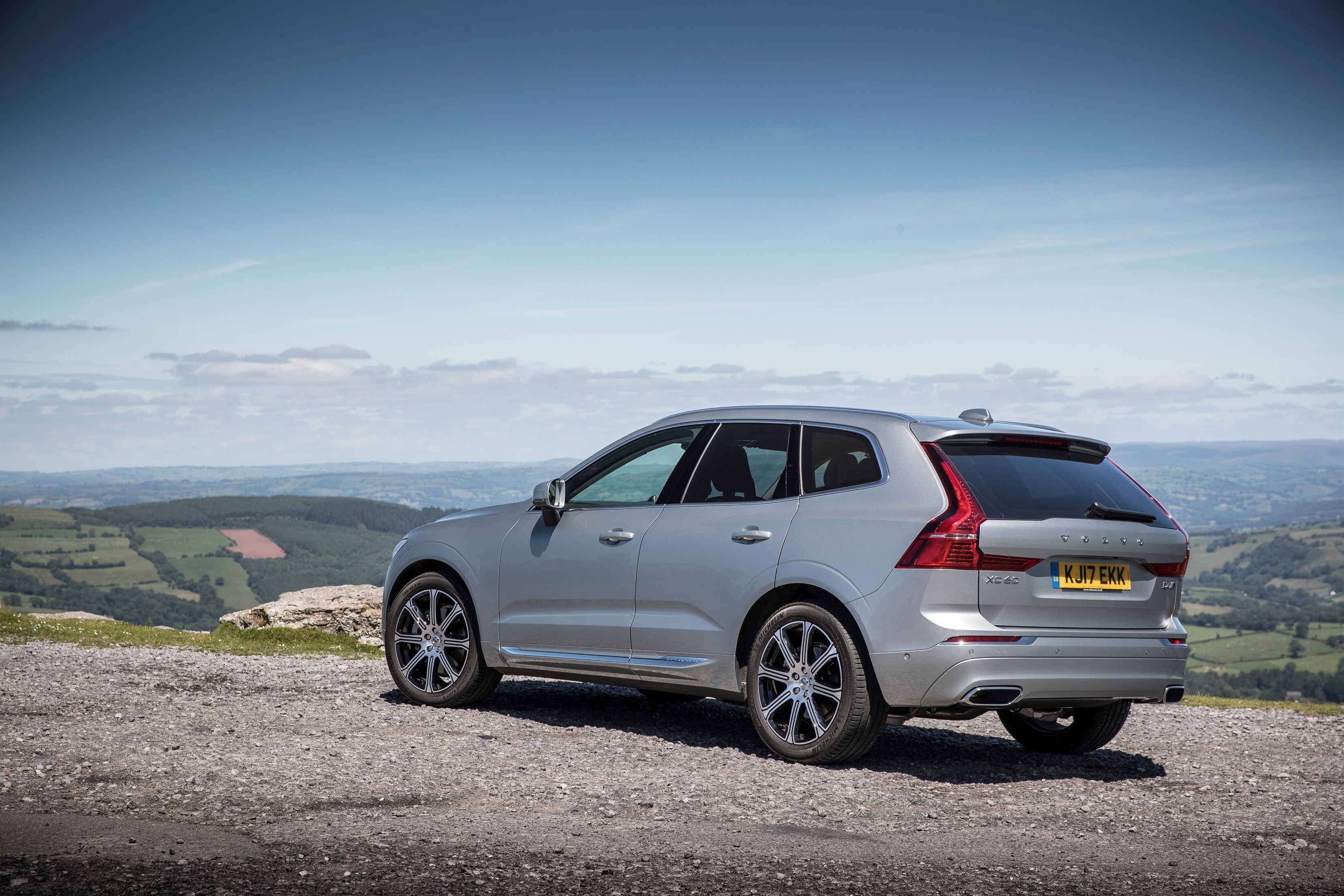 volvo xc60 t8 goes up to 421 ps after polestar tune electric range unchanged autoevolution. Black Bedroom Furniture Sets. Home Design Ideas