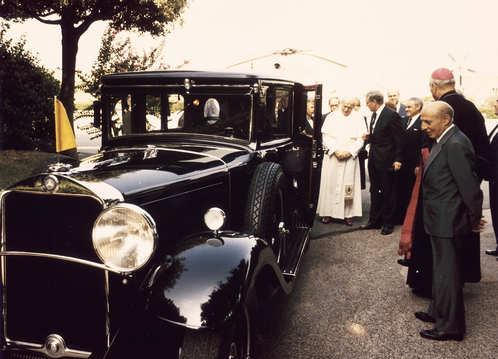 The Popemobile A History Of Holy Benzes Autoevolution