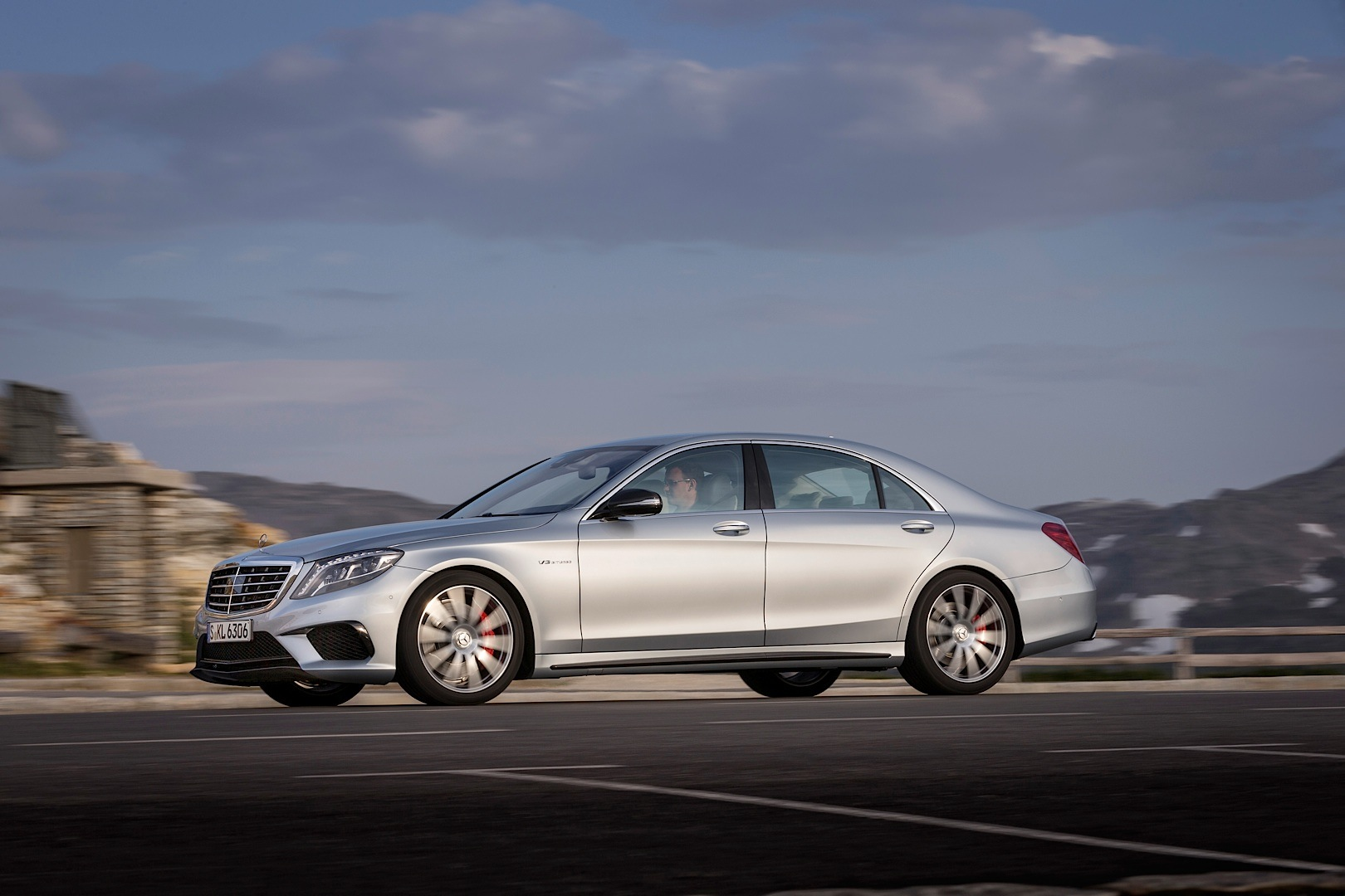 The s 63 amg w222 is explained in detail by mb usa for Mercedes benz ua