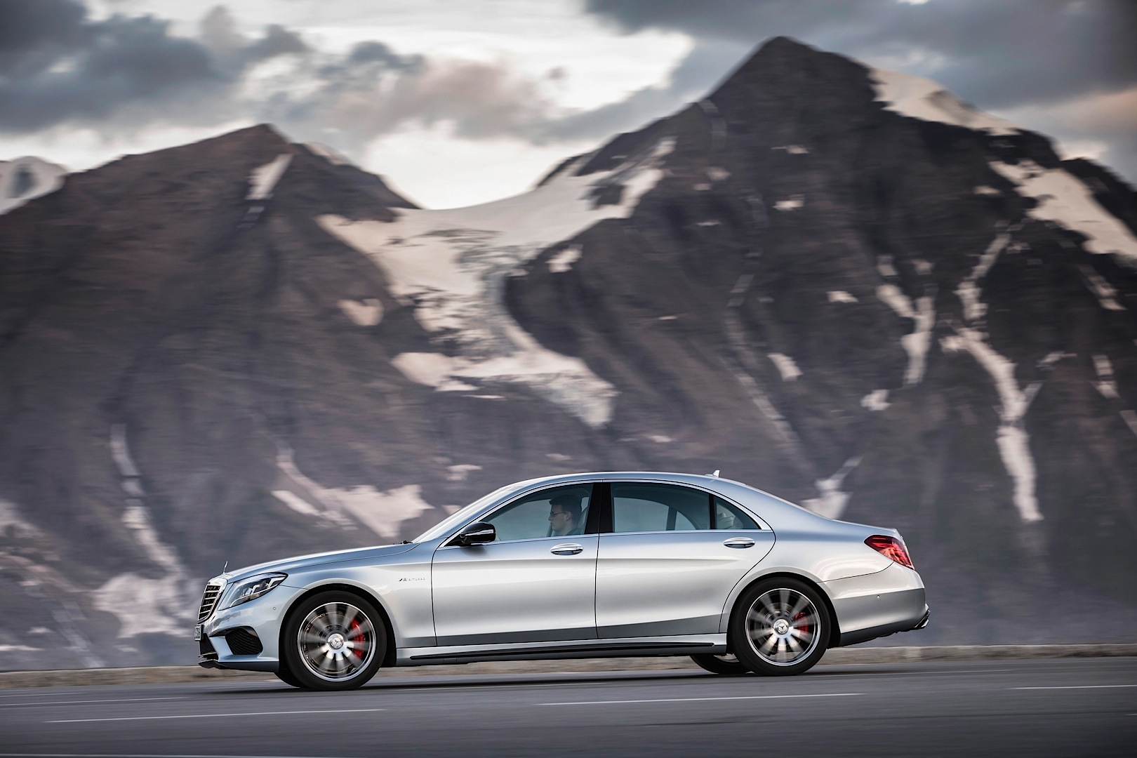 The s 63 amg w222 is explained in detail by mb usa for Mercedes benz usa jobs