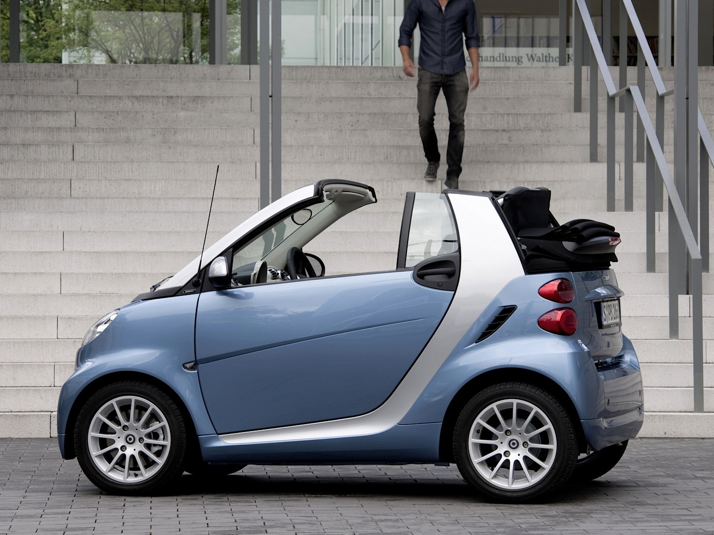 the smart fortwo leads top of most loss making cars. Black Bedroom Furniture Sets. Home Design Ideas