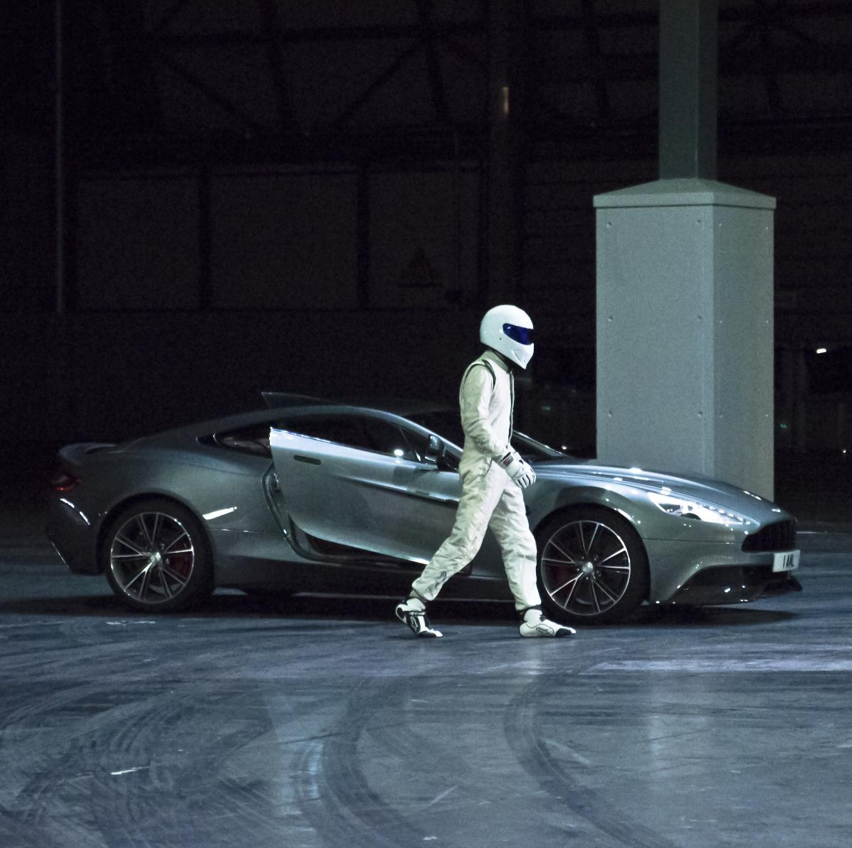 the stig drives the new aston martin vanquish for top gear live autoevolution. Black Bedroom Furniture Sets. Home Design Ideas