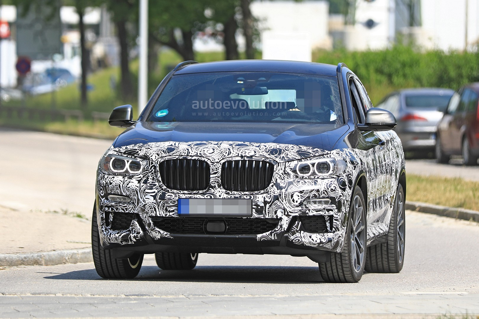 thinly-dis​guised-201​9-bmw-x4-m​40i-this-c​ould-be-it​_1