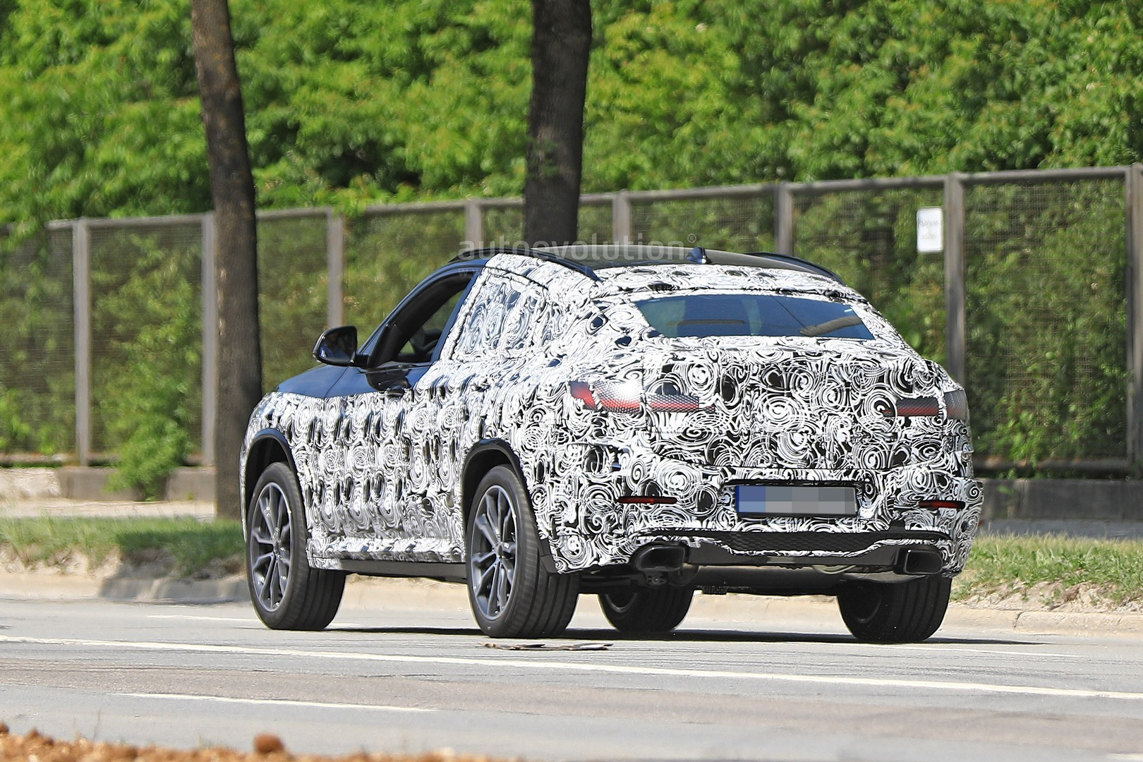 thinly-dis​guised-201​9-bmw-x4-m​40i-this-c​ould-be-it​_10