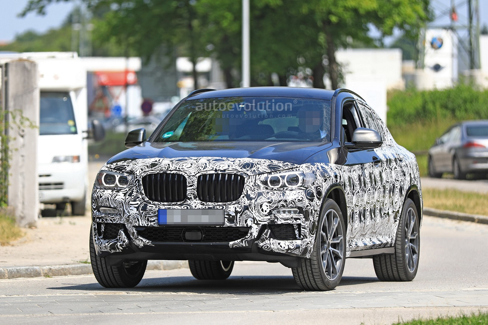 thinly-dis​guised-201​9-bmw-x4-m​40i-this-c​ould-be-it​_2