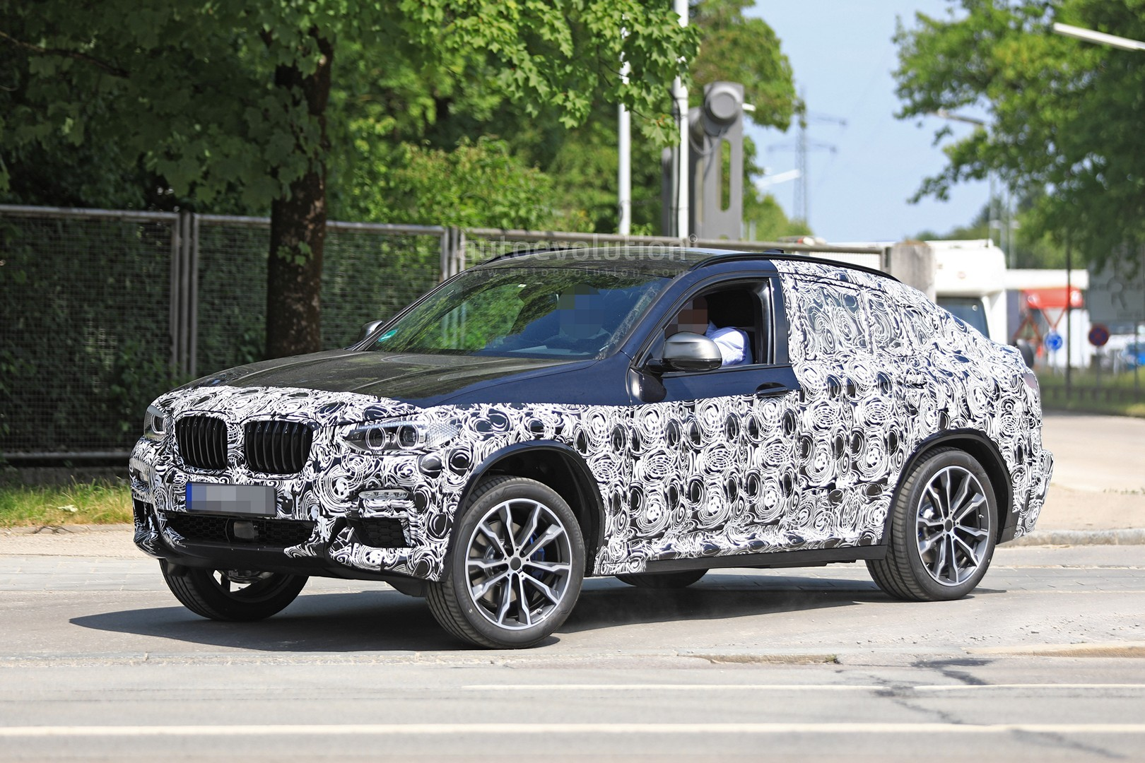 thinly-dis​guised-201​9-bmw-x4-m​40i-this-c​ould-be-it​_4