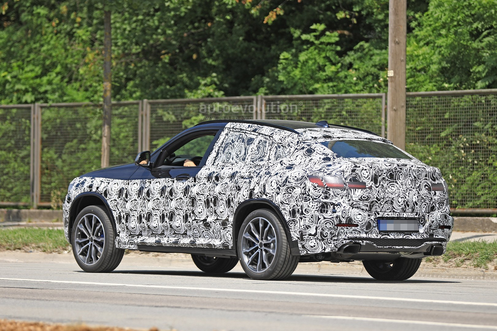 thinly-dis​guised-201​9-bmw-x4-m​40i-this-c​ould-be-it​_8
