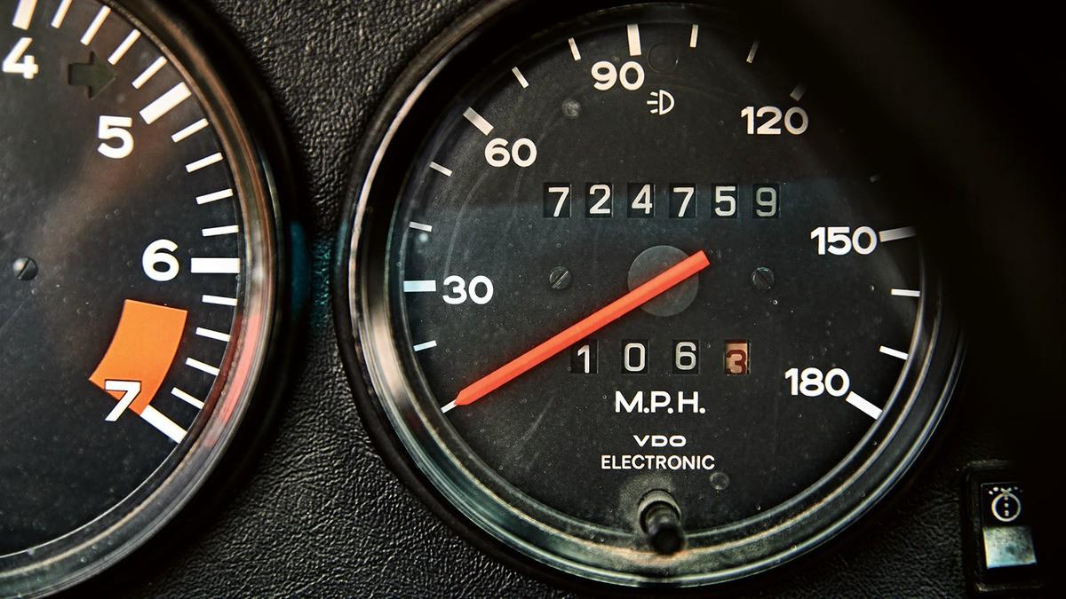 This 1975 Porsche 911 Turbo Has 725,000 Miles, Odometer