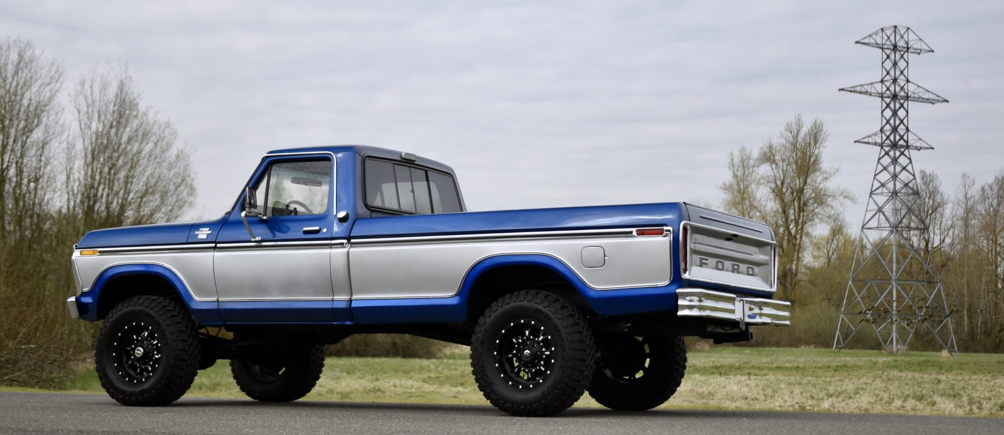 This 1977 Ford F 150 Ranger Xlt Packs A Four Barrel Carbureted 351 Cleveland V8 Autoevolution