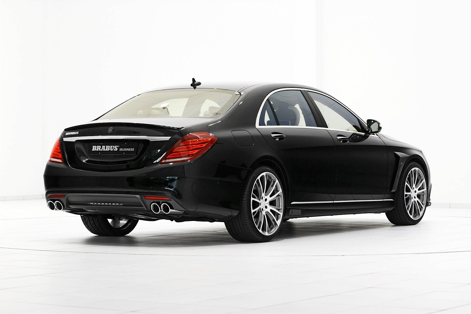this brabus ibusiness 850 biturbo has two different sets of wheels autoevolution. Black Bedroom Furniture Sets. Home Design Ideas