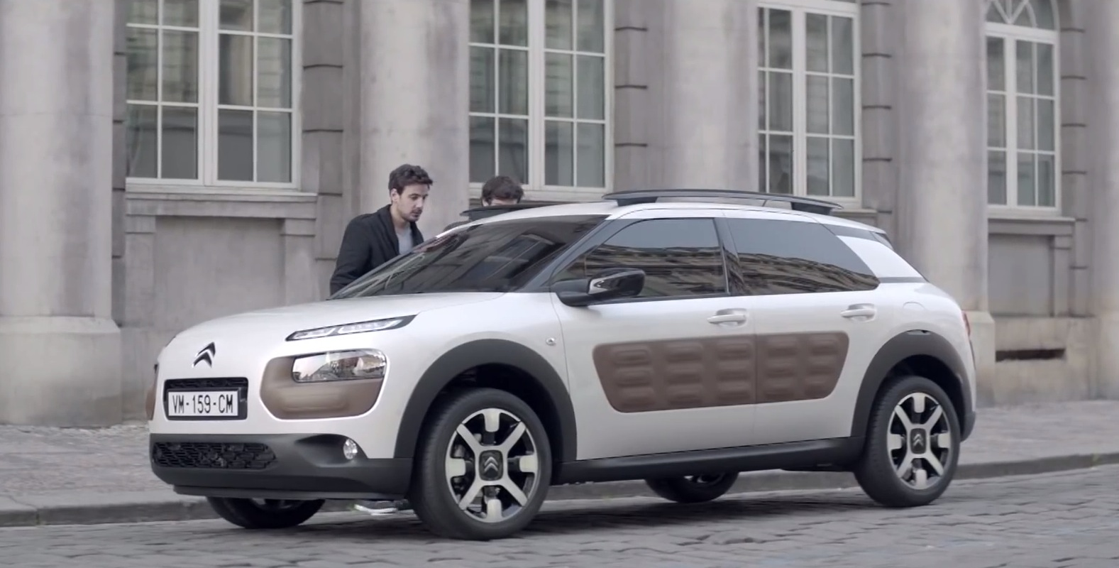 this citroen c4 cactus commercial is hilarious autoevolution. Black Bedroom Furniture Sets. Home Design Ideas