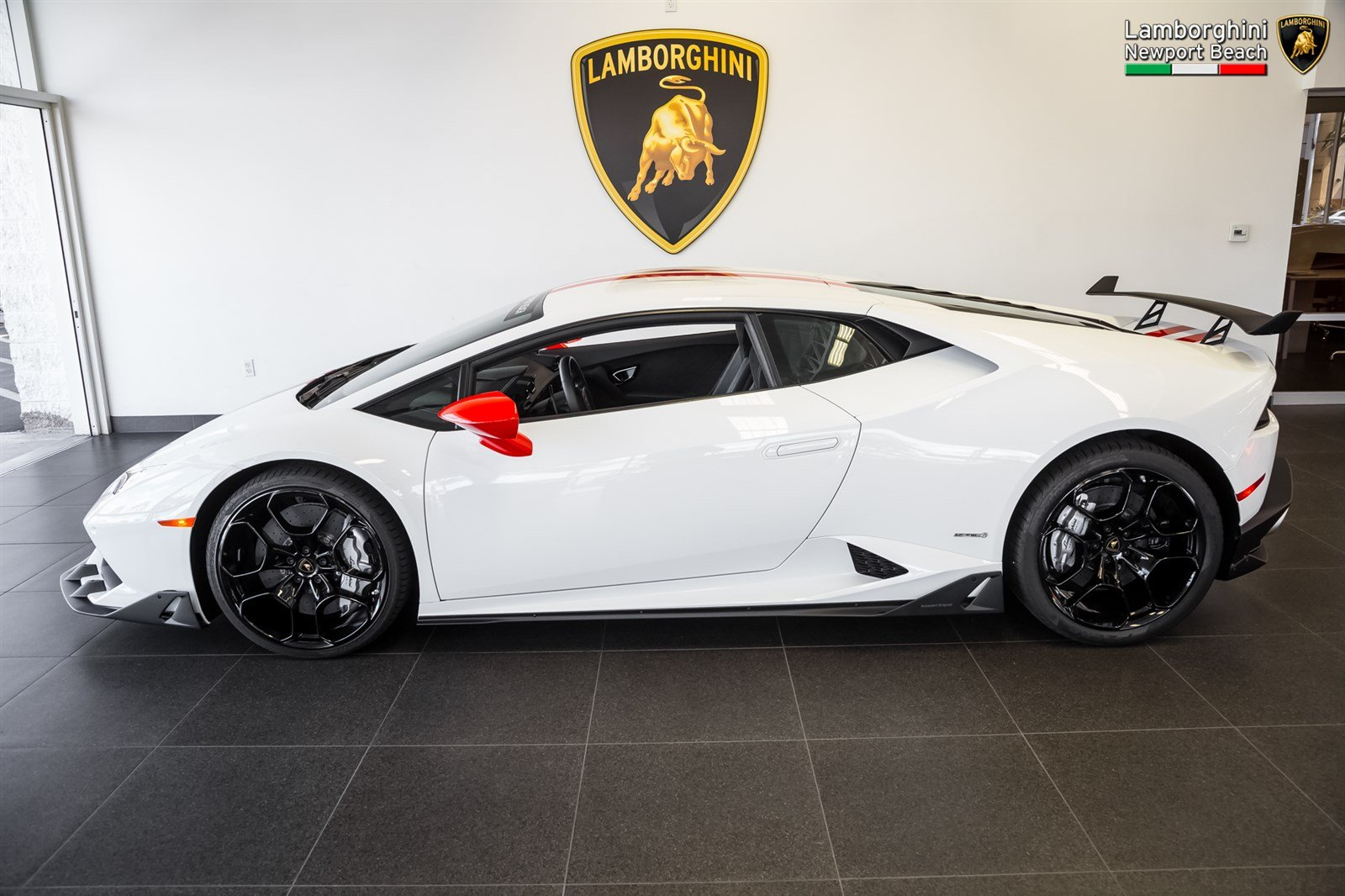 this is lamborghini 39 s own aero package for the huracan autoevolution. Black Bedroom Furniture Sets. Home Design Ideas