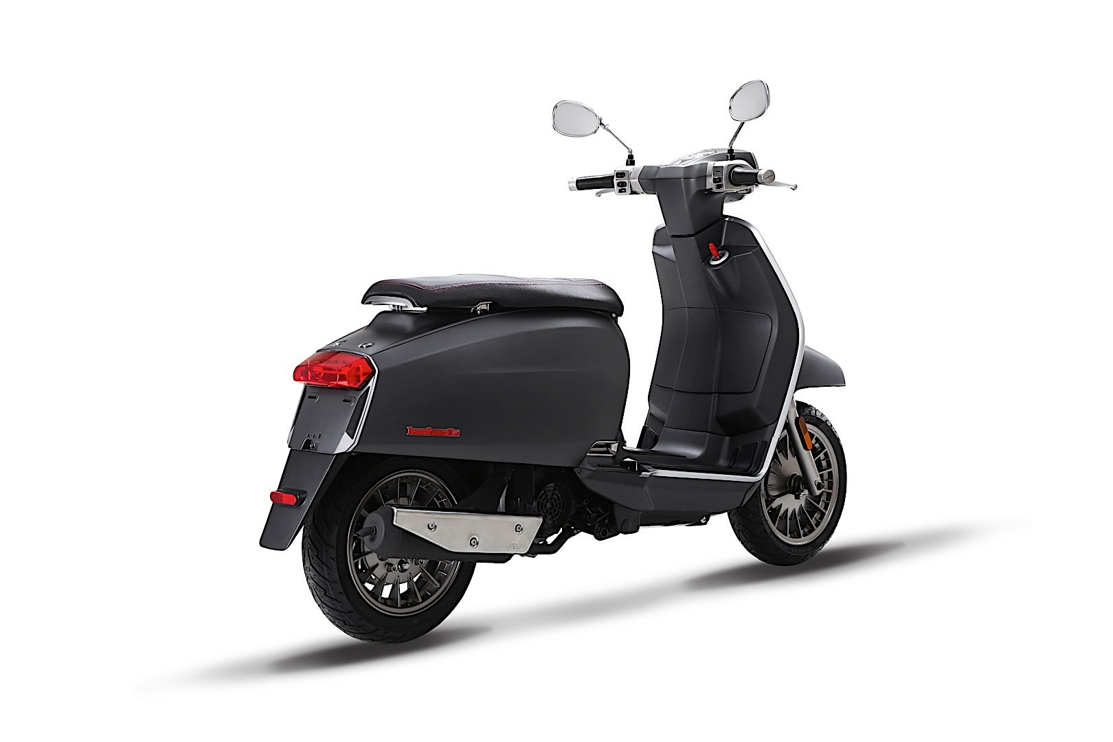 this is lambretta s new 2018 v special scooter autoevolution. Black Bedroom Furniture Sets. Home Design Ideas