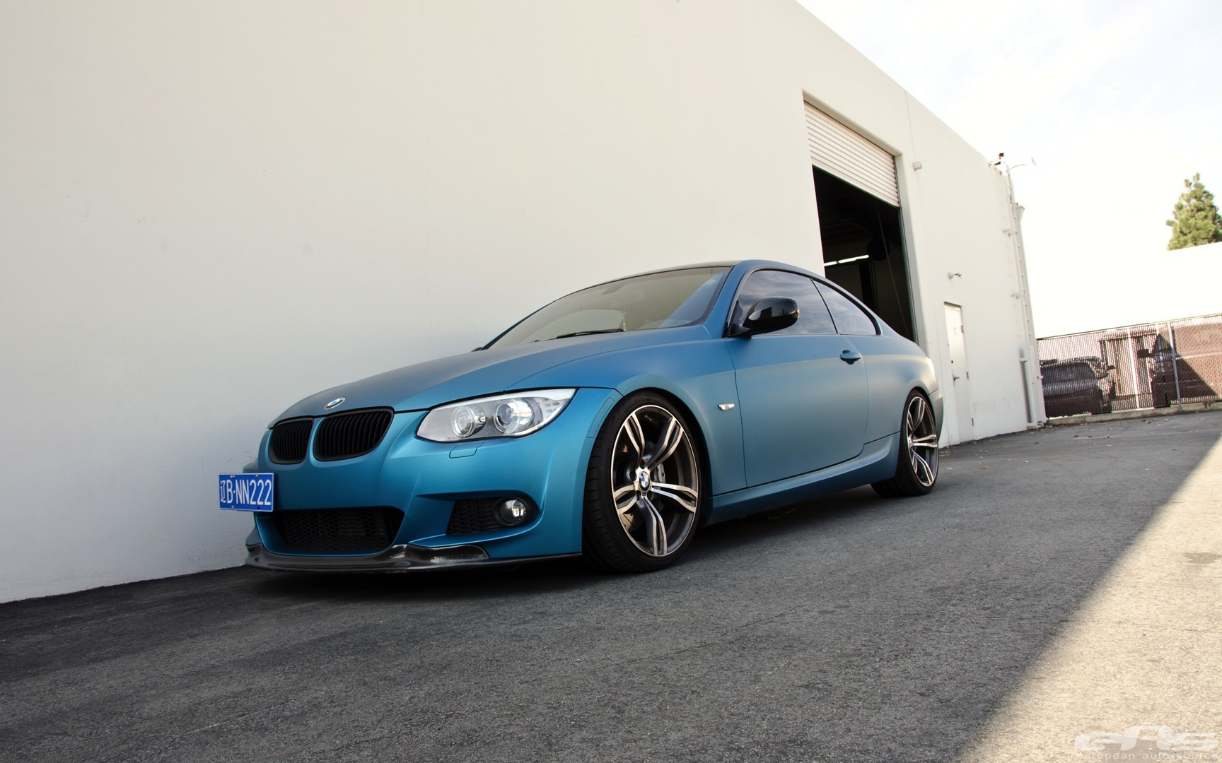 this is rare matte atlantis blue bmw 335i autoevolution. Black Bedroom Furniture Sets. Home Design Ideas