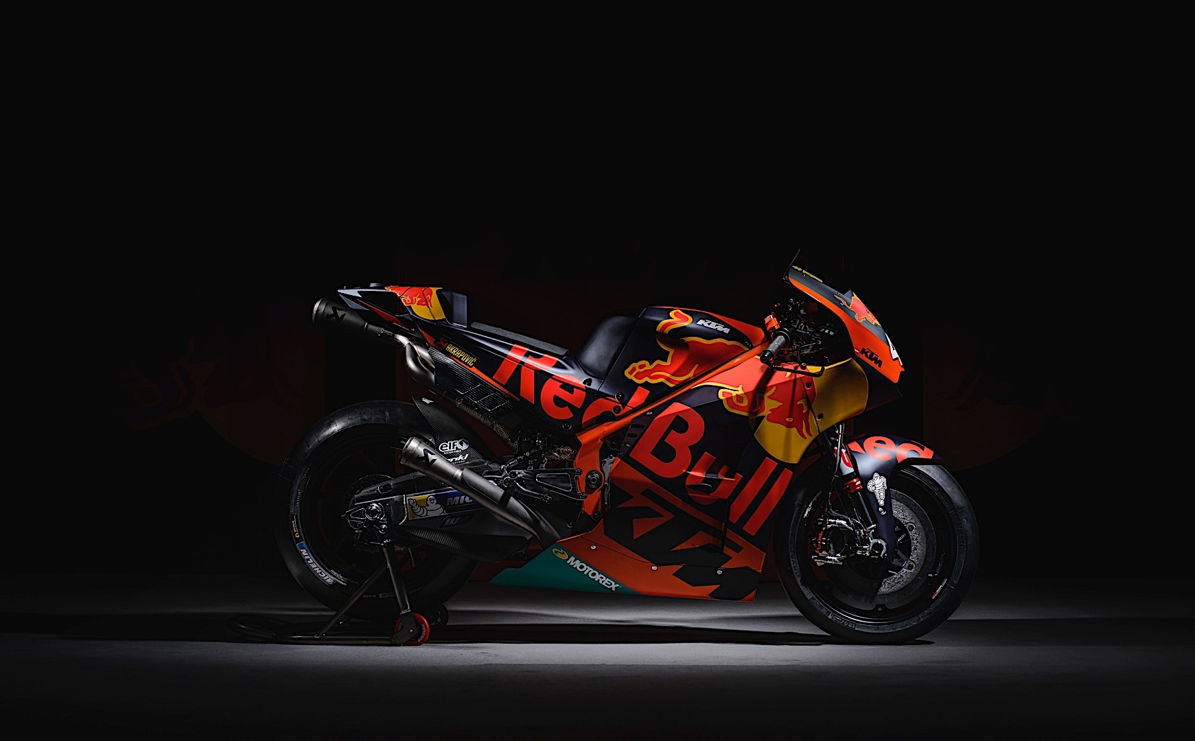 this is red bull ktm s new motogp motorcycle in final form autoevolution. Black Bedroom Furniture Sets. Home Design Ideas