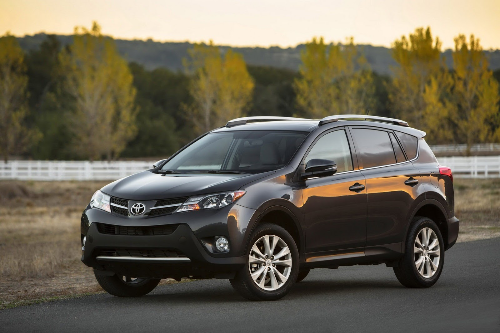 this is toyota s all new rav4 video photo gallery autoevolution. Black Bedroom Furniture Sets. Home Design Ideas
