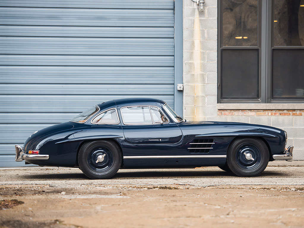 Mercedes benz 300 sl gullwing becomes drift car in render for Mercedes benz 300 s
