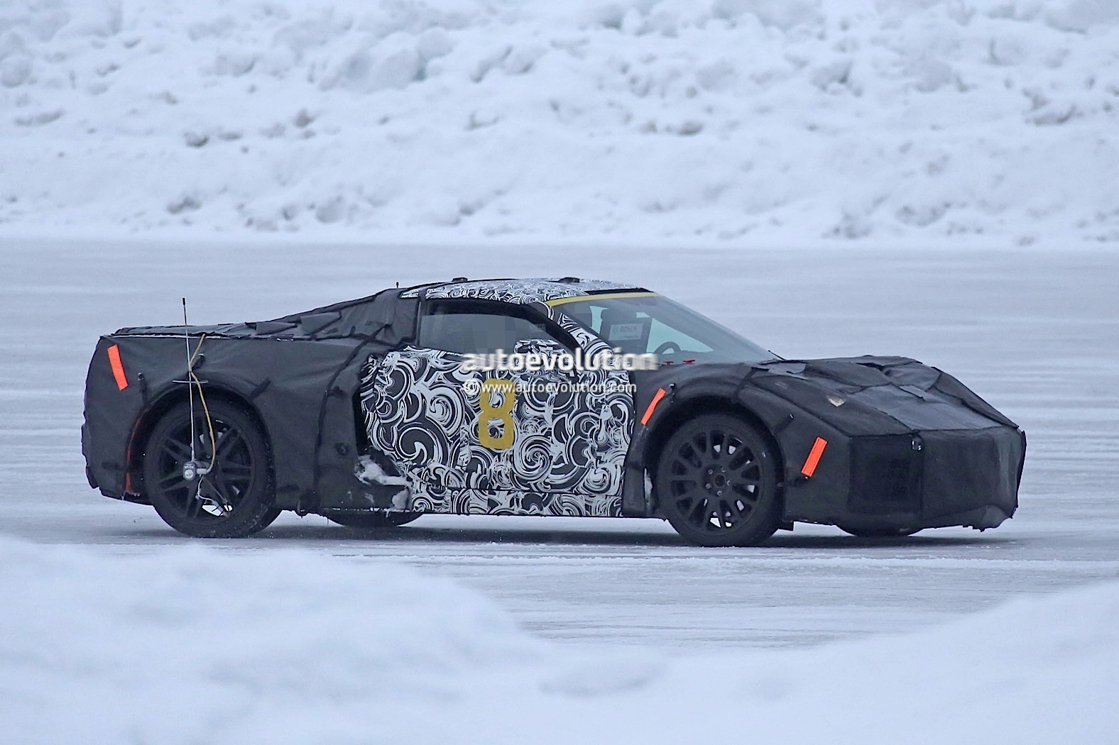 This Mid Engine Prototype Could Be A Future Cadillac Supercar on 500 Cadillac V8 Engine