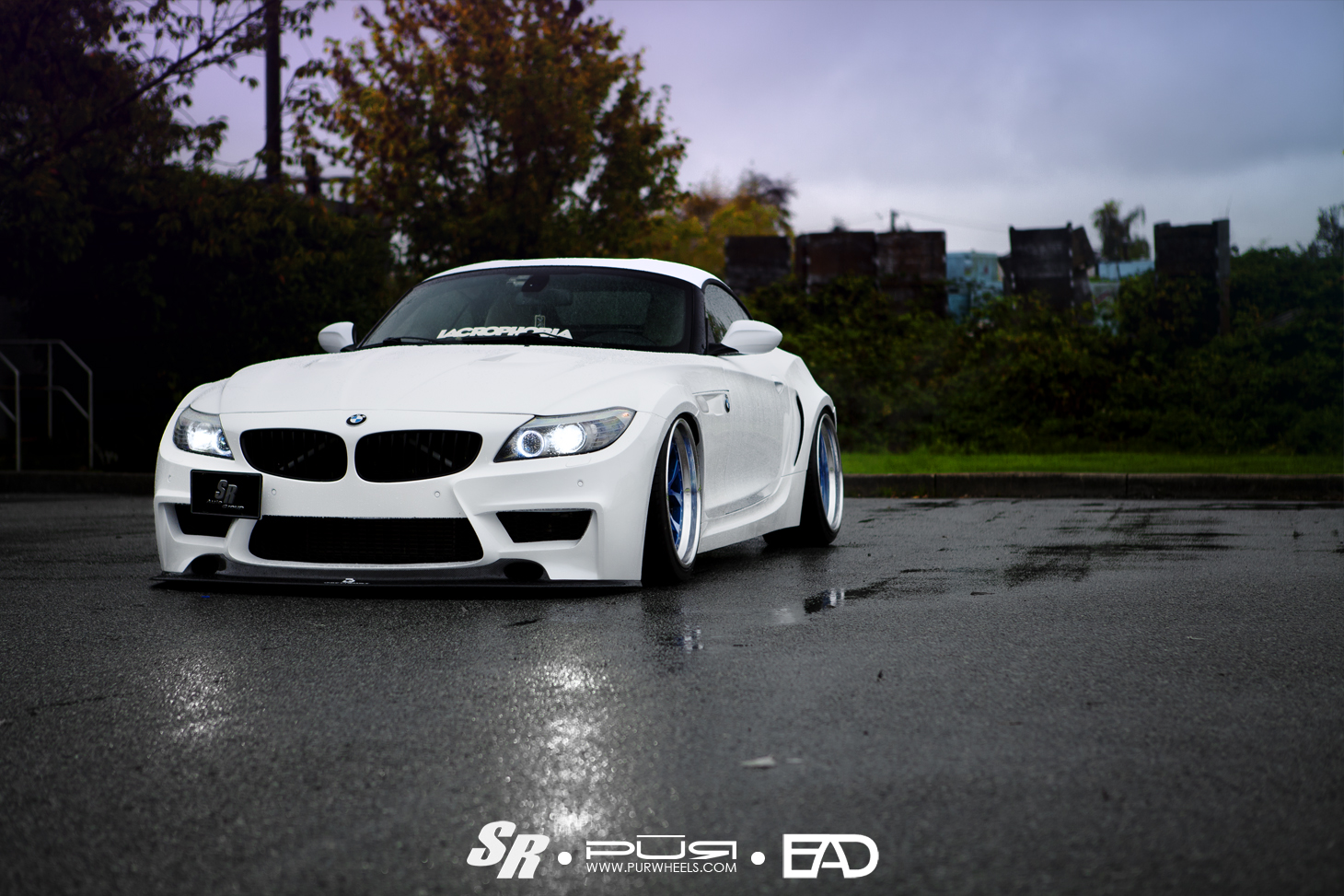 this wide and low bmw z4 looks like a honda autoevolution. Black Bedroom Furniture Sets. Home Design Ideas