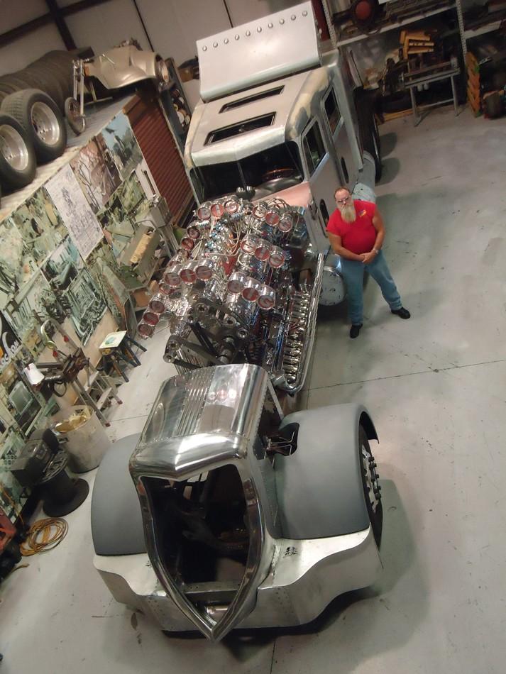 Thor 24 Peterbilt 359 Semi Truck Packs 24 Cylinder Detroit Diesel 4 000 Hp Autoevolution
