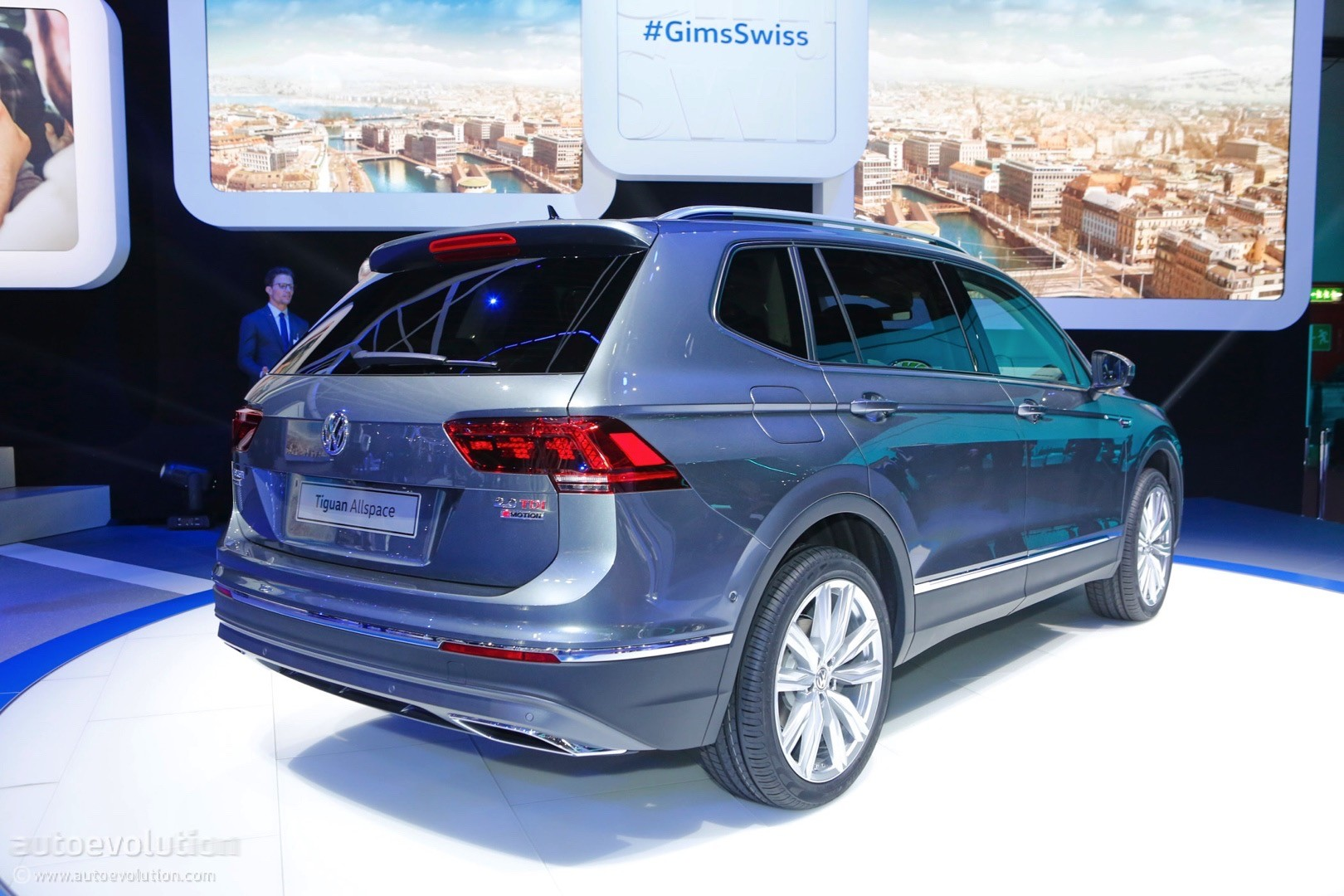 volkswagen stretches the tiguan just in time for geneva calls it the allspace autoevolution. Black Bedroom Furniture Sets. Home Design Ideas