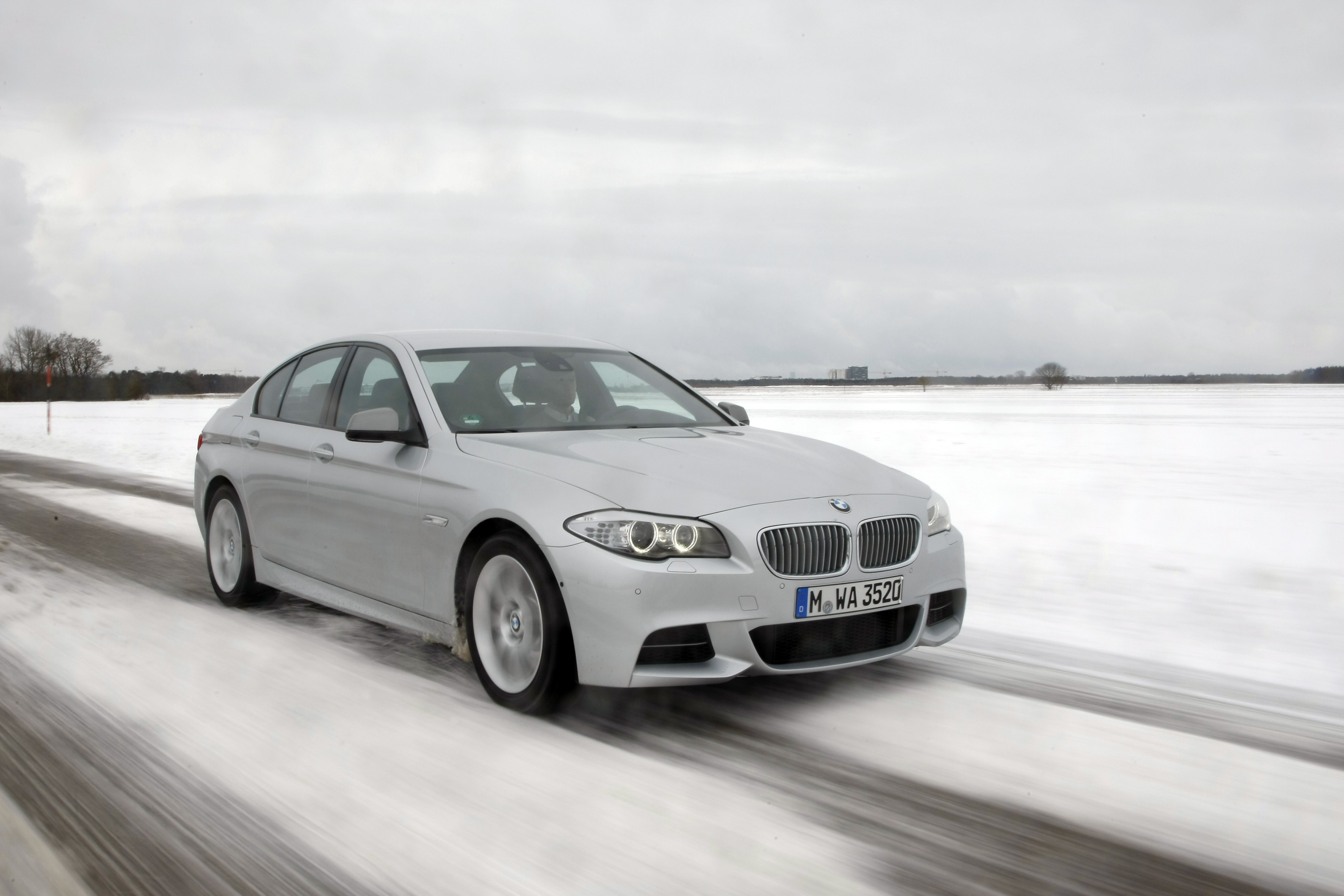 Top five fastest diesel cars in 2016 autoevolution bmw m550d xdrive bmw m550d xdrive publicscrutiny Choice Image